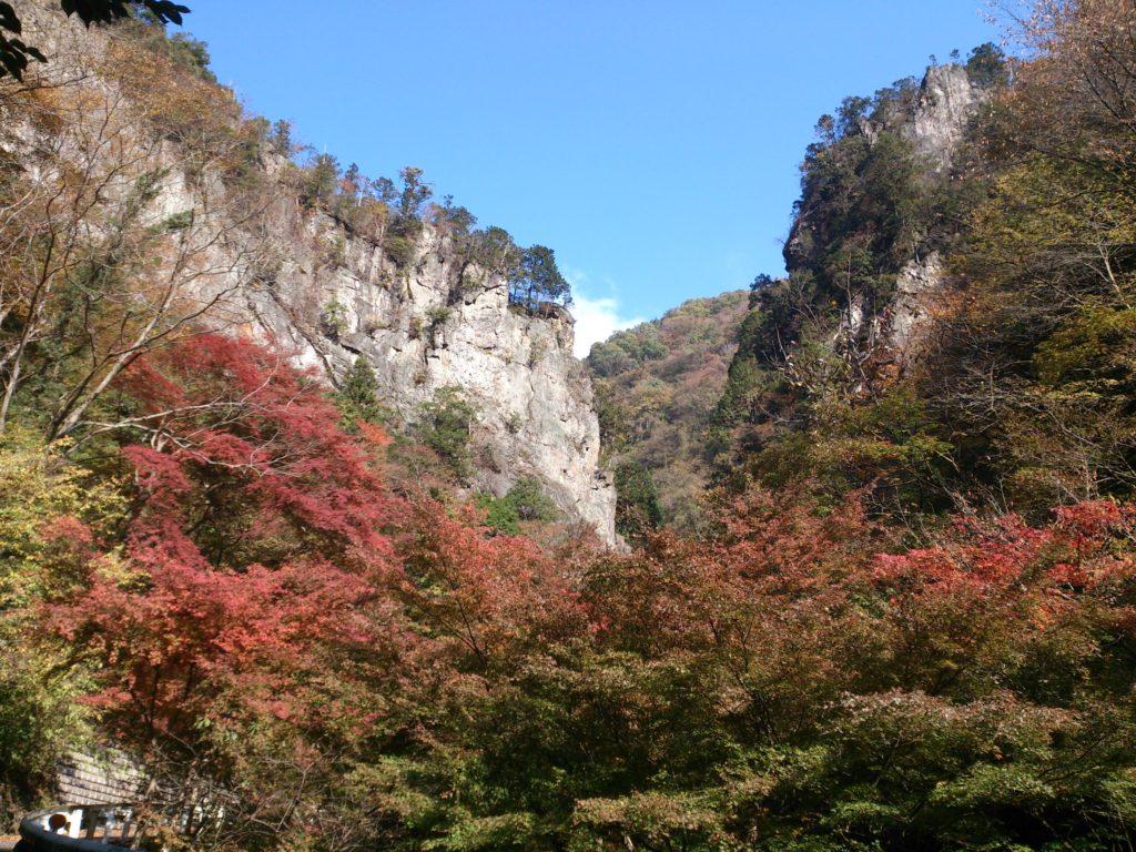 紅葉がきれいな神戸岩