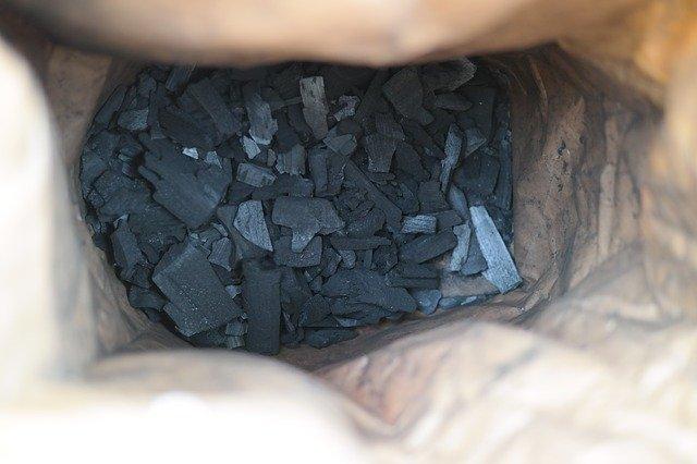 袋に入った木炭