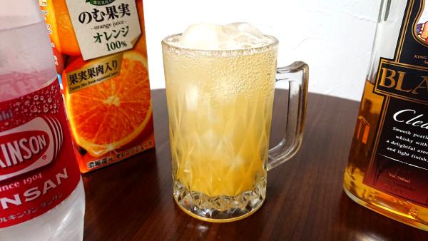 オレンジジュースとブラックニッカクリアで作ったオレンジハイボール