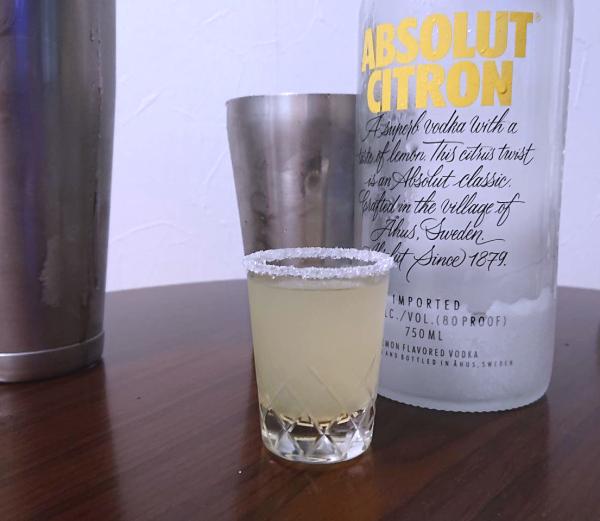 アブソルートシトロンでレモンドロップショット
