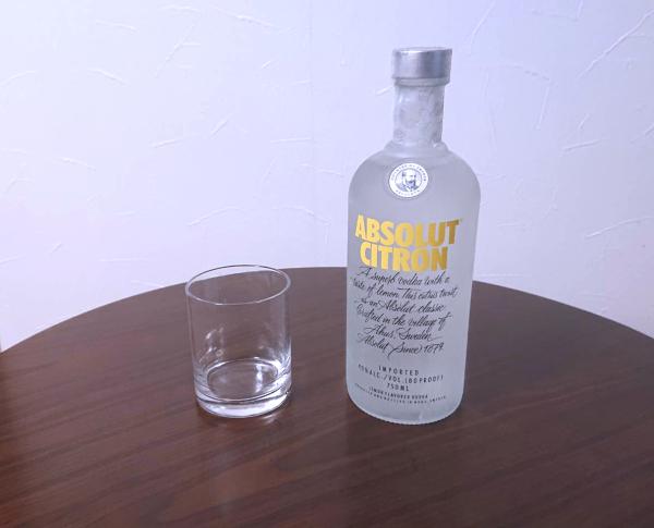 アブソルートシトロンとグラス