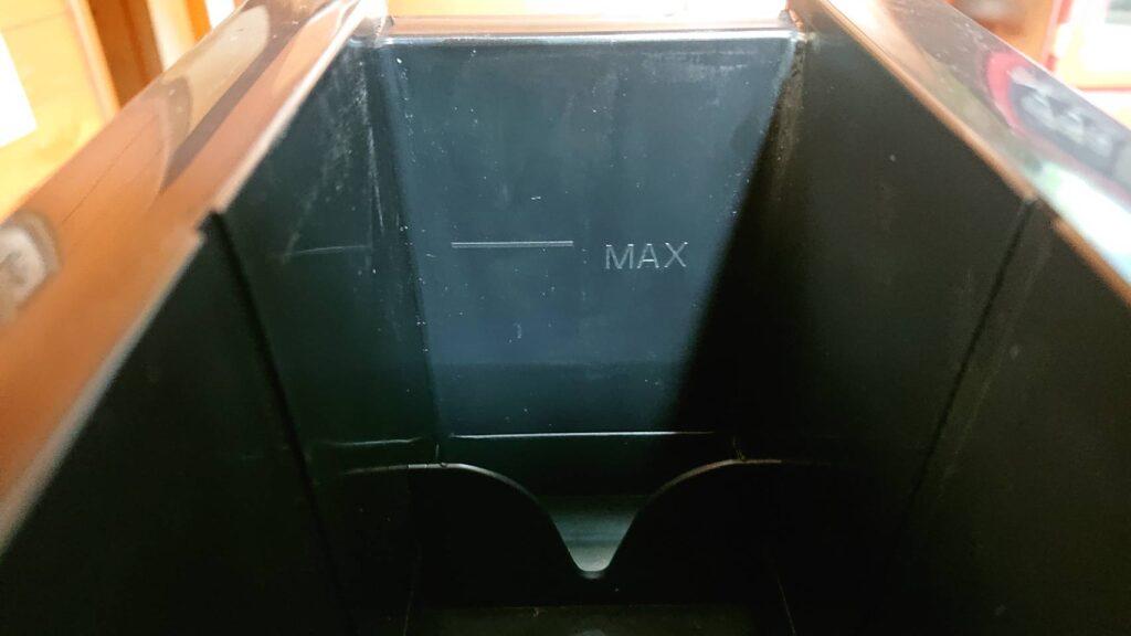 ドウシシャのクリアアイスボール製氷機の黒いボックスにあるMAX線